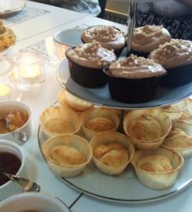 Engelska scones och chockladmuffins